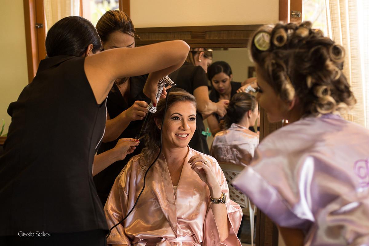 making of na casa em Bom Jardim - RJ, fotografia de aniversário de 15 anos, fotografia com emoção, cabelo e maquiagem