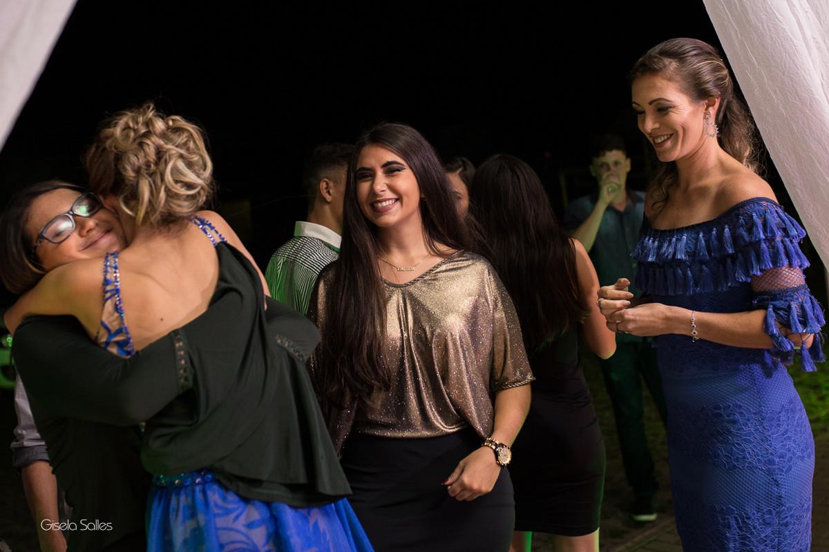 amigos, fotografia com emoção, fotografia de 15 anos, aniversário de 15 anos, fotografia de Gisela Salles, festas em Bom Jardim- RJ,