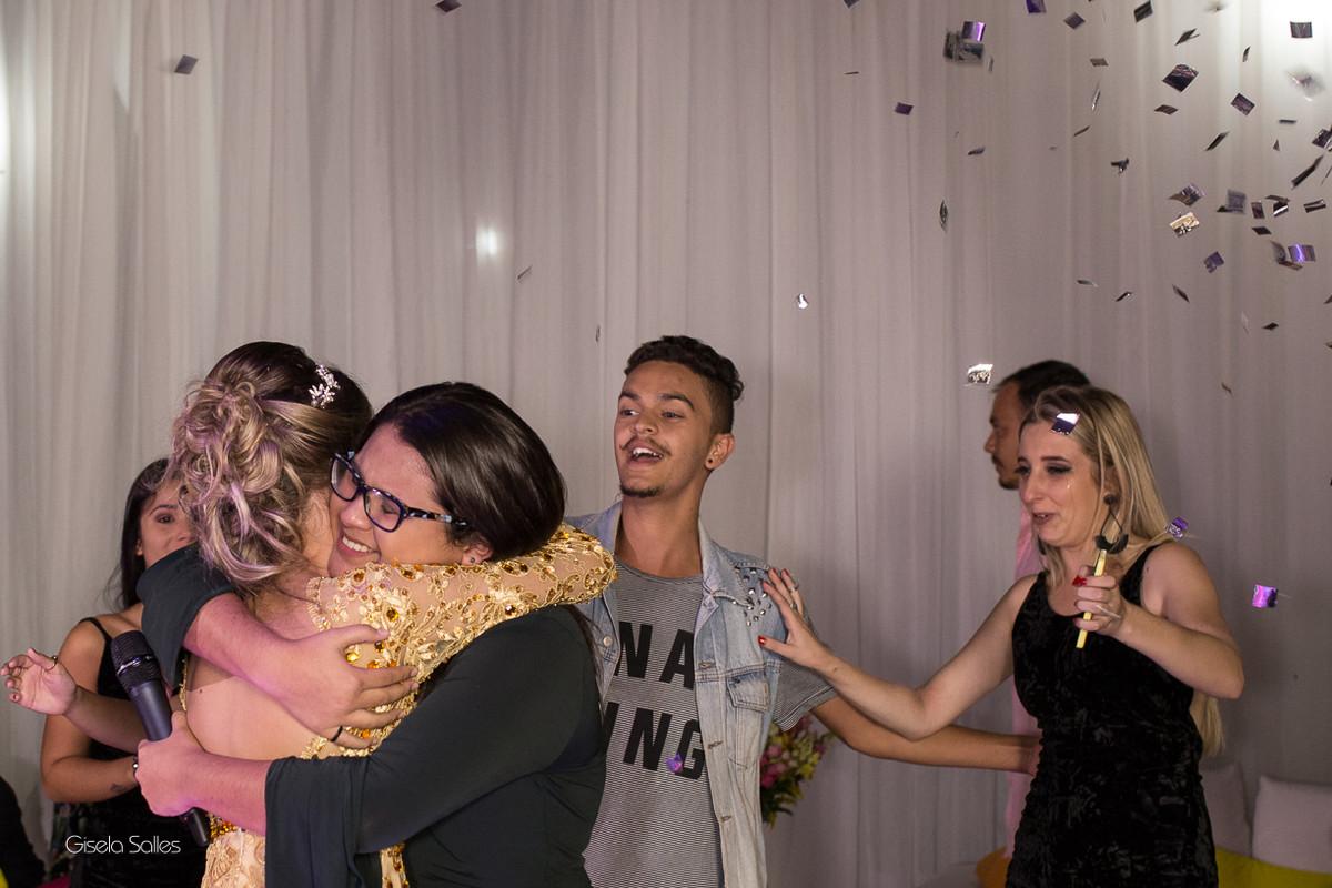 homenagem dos amigos na festa de 15 anos , fotografia com emoção, fotografia de 15 anos, aniversário de 15 anos, fotografia de Gisela Salles, festas em Bom Jardim- RJ, amigos