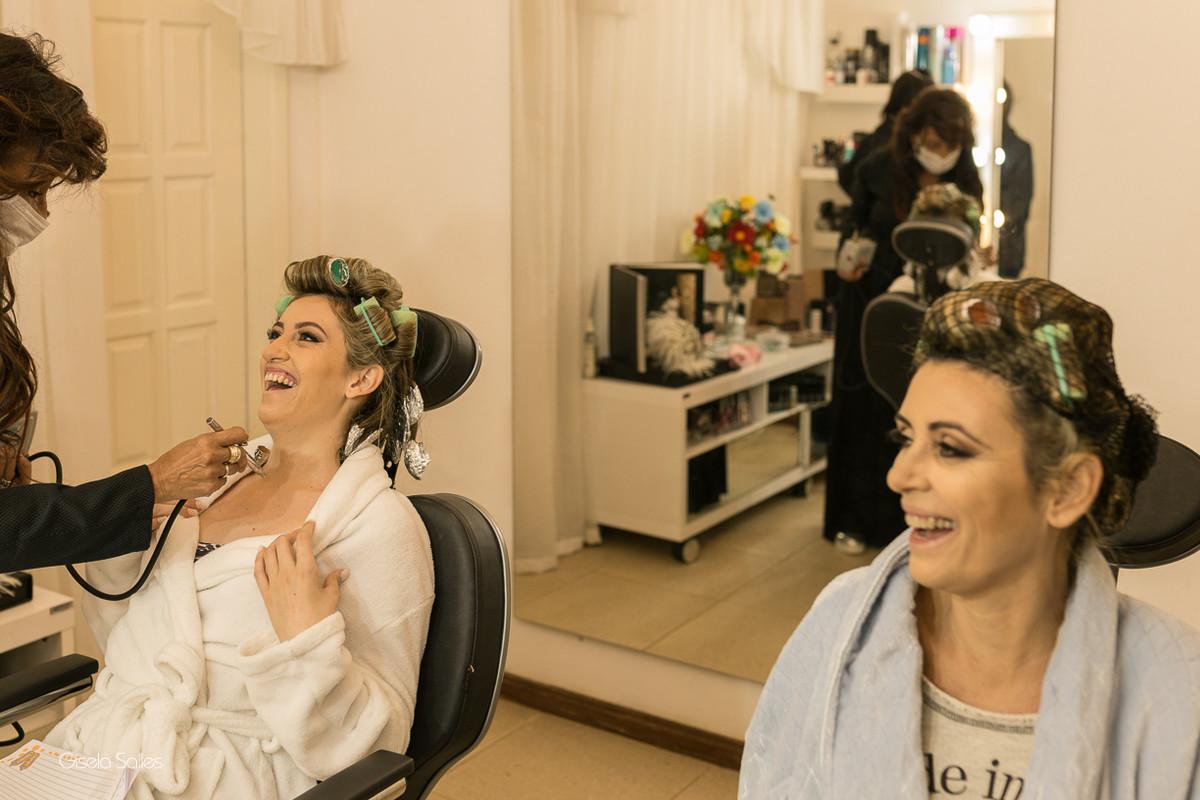 making of da noiva,maquiagem, noiva com sua mãe, noiva no salão de beleza,fotografia com emoção