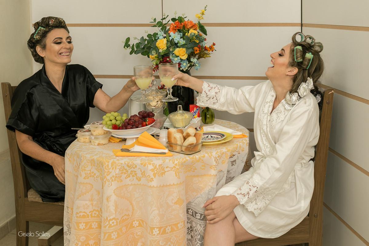 making of da noiva,maquiagem, noiva com sua mãe, noiva no salão de beleza, brinde da noiva com a mãe