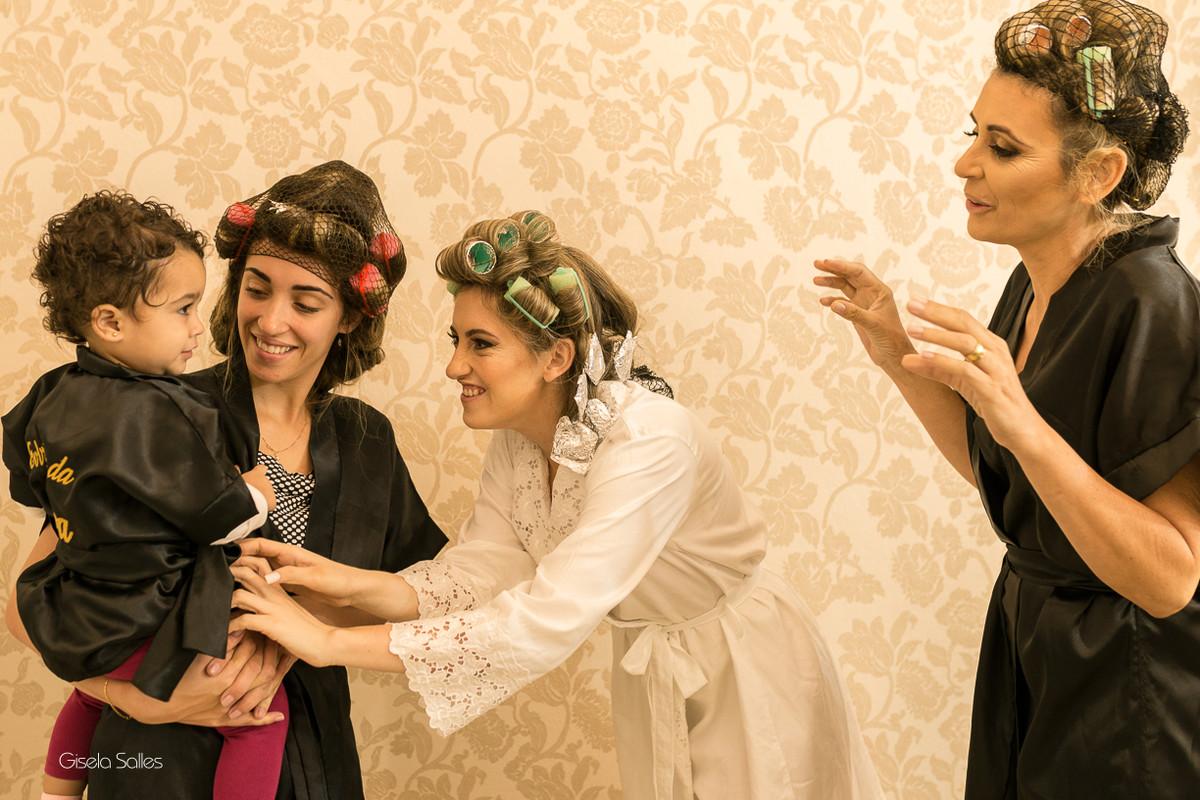 making of da noiva,maquiagem, noiva com sua mãe, noiva no salão de beleza,noiva e sua família, dia da noiva no salão