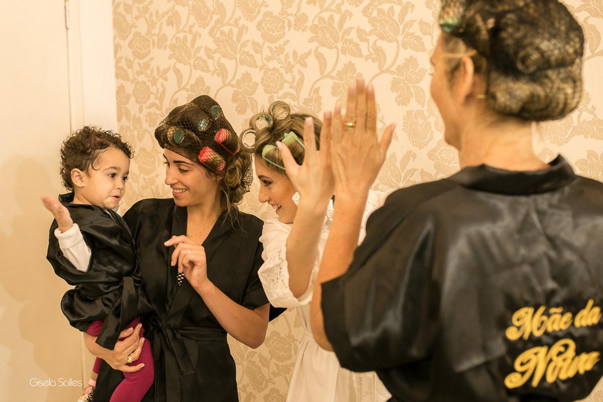 making of da noiva,maquiagem, noiva com sua mãe, noiva no salão de beleza,noiva e sua família, sobrinha da noiva, salão de beleza