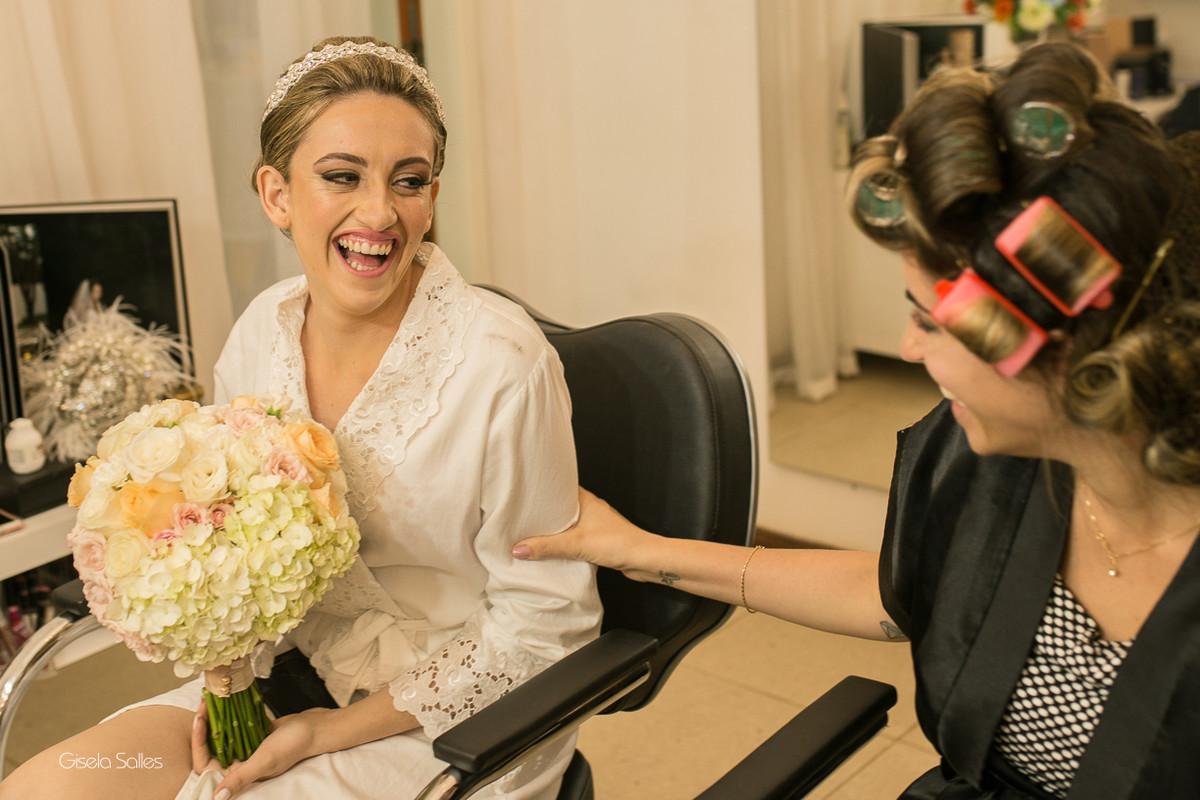 making of da noiva,maquiagem, noiva com sua mãe, noiva no salão de beleza,noiva e sua família,noiva e sua irmã