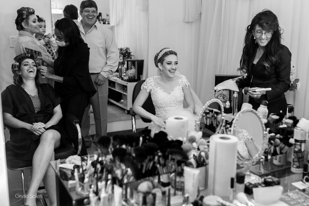 making of da noiva,maquiagem, noiva com sua mãe, noiva no salão de beleza,noiva e sua família, dia da noiva com a família