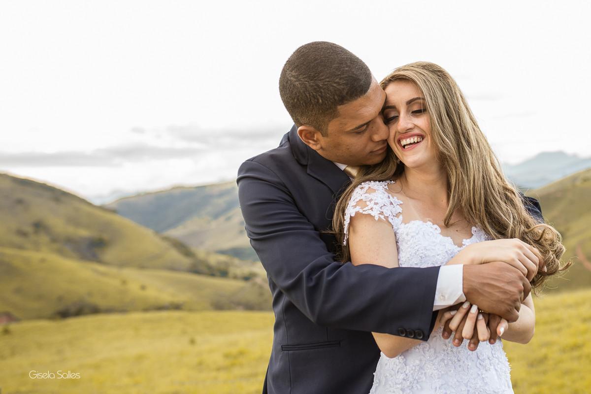 ensaio dos noivos, fotografia dos noivos, fotografia de casamento em Cordeiro-RJ, casamento de dia, casamento no campo, ensaio pós casamento