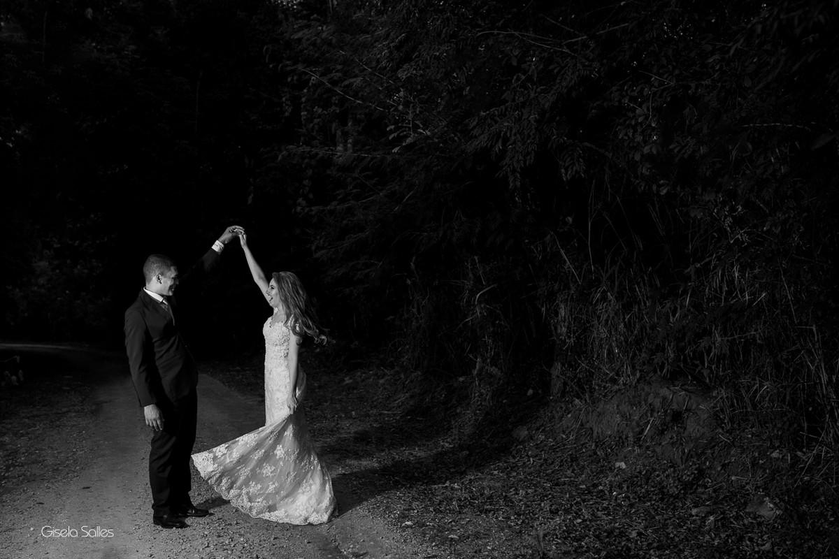 ensaio dos noivos, fotografia dos noivos, fotografia de casamento em Cordeiro-RJ, casamento de dia, casamento no campo, fotografia com arte