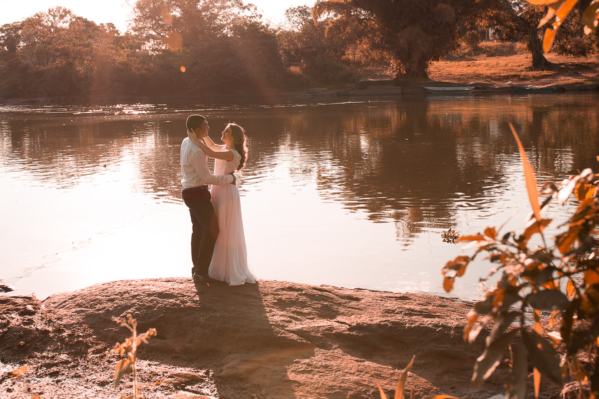 fotografia de casal no por do sol em Itaocara, Gisela Salles