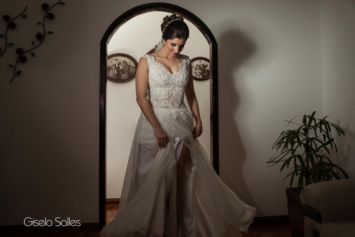 Ensaio da noiva antes da cerimônia,vestido lindo de noiva,