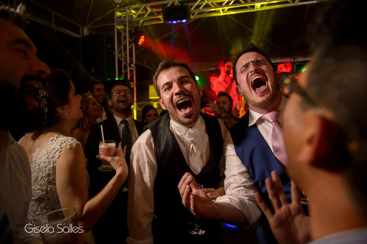 Pista de dança animada,fotografia de casamento Gisela Salles,galera animada