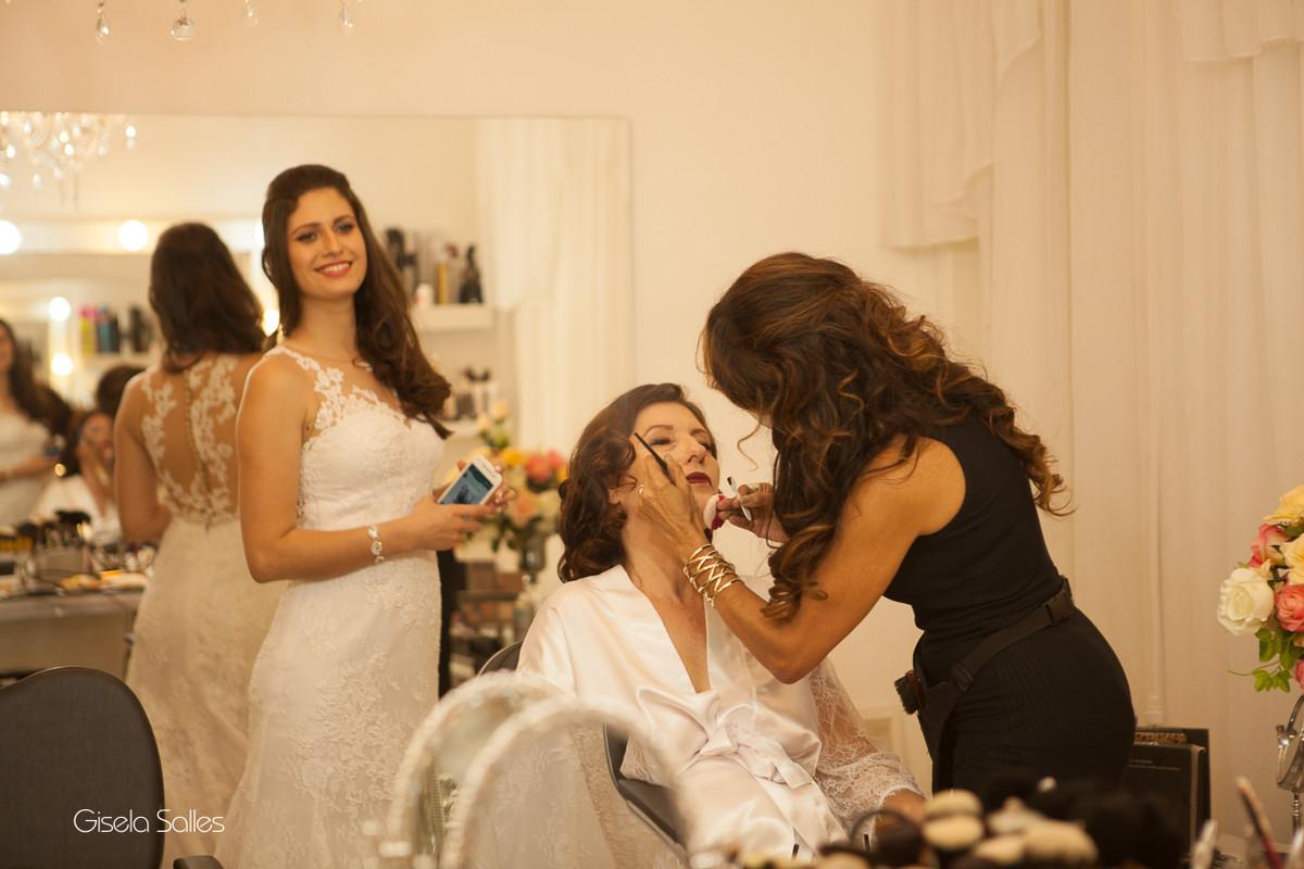 Making of do noiva em Cantagalo-RJ,fotografia de Casamento de Gisela Salles,noiva e mãe da noiva no making of