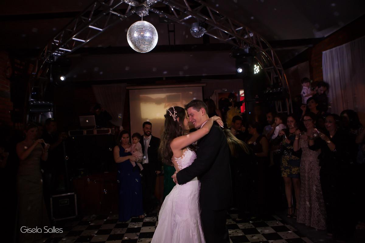Festa de Casamento no Pesqueiro da Aldeia,Fotografia de Casamento Gisela Salles, pista de dança,primeira dança do casal