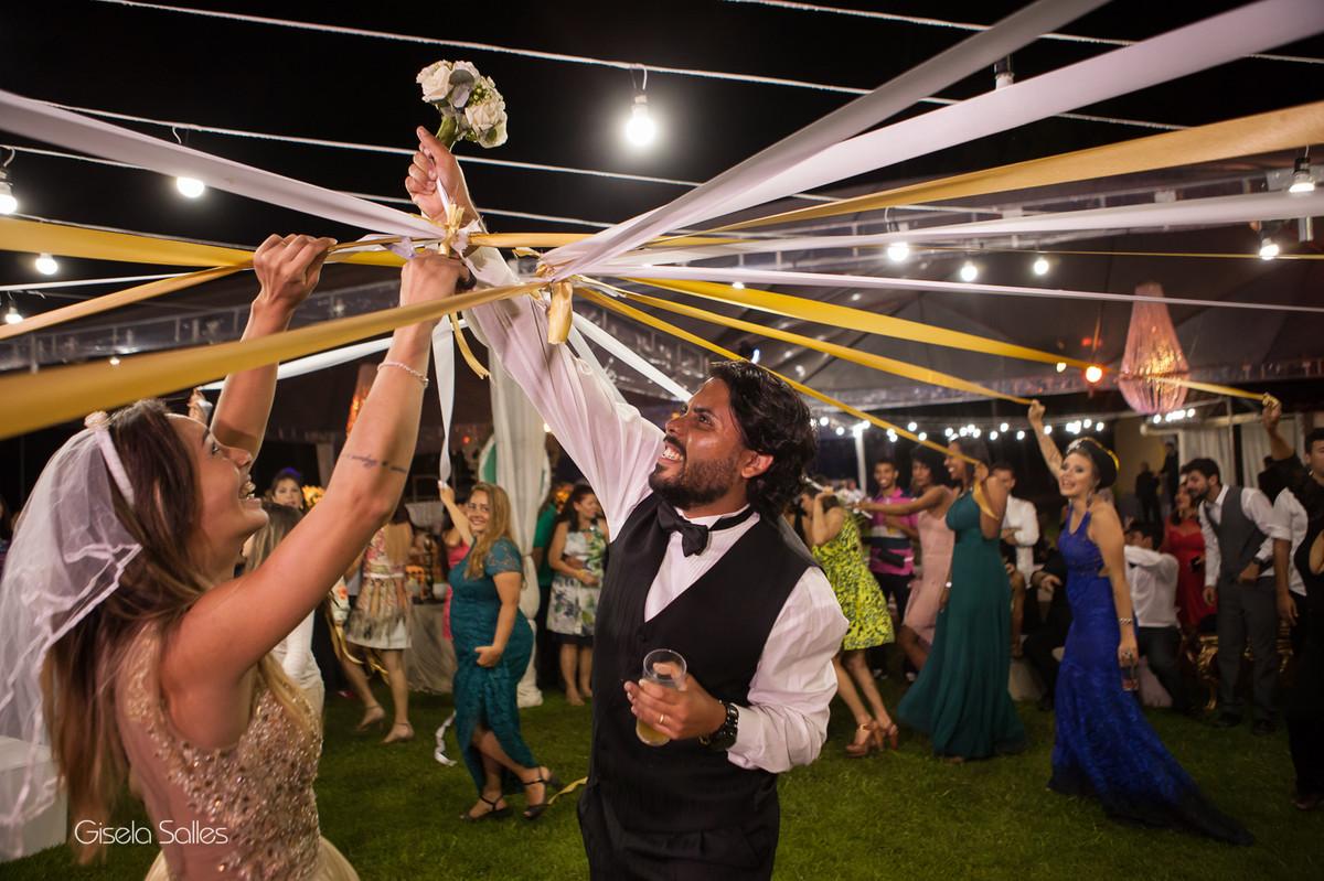 Fotografia Gisela Salles,fotografia de casamento,  bouquet de noiva de fitas ,  hora do bouquet, fotografia de Casamento Gisela Salles