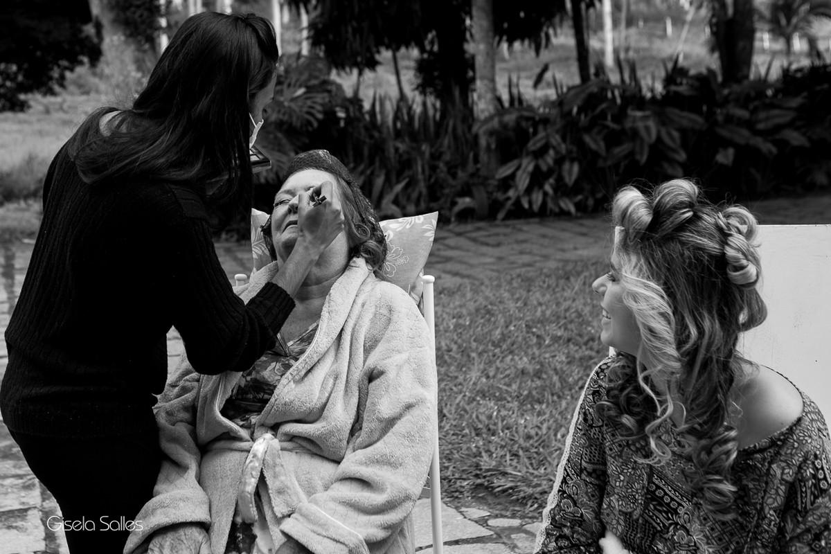 Fotografia Gisela Salles,fotografia de casamento,  making of da noiva, making of da noiva com família,