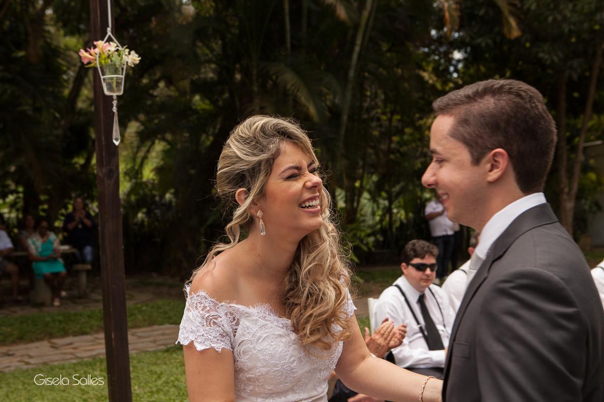 Fotografia Gisela Salles,fotografia de casamento,  cerimônia religiosa ao ar livre, cerimônia religiosa no campo, casamento no campo, votos pessoais dos noivos