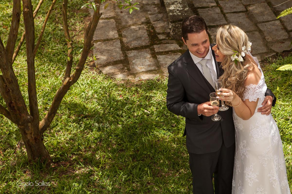 Fotografia Gisela Salles,fotografia de casamento,  cerimônia religiosa ao ar livre, cerimônia religiosa no campo, casamento no campo,brinde dos noivos