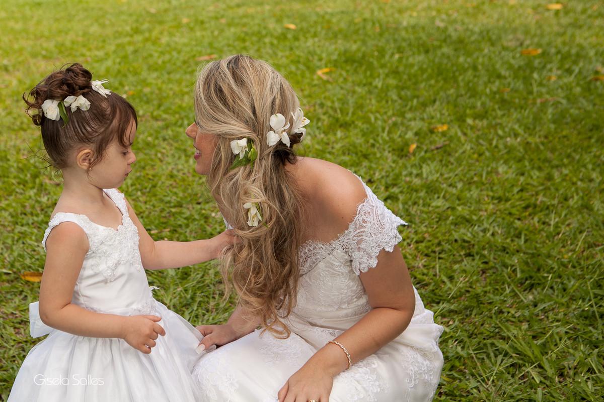 Fotografia Gisela Salles,fotografia de casamento,  cerimônia religiosa ao ar livre, cerimônia religiosa no campo, casamento no campo,noiva e dama