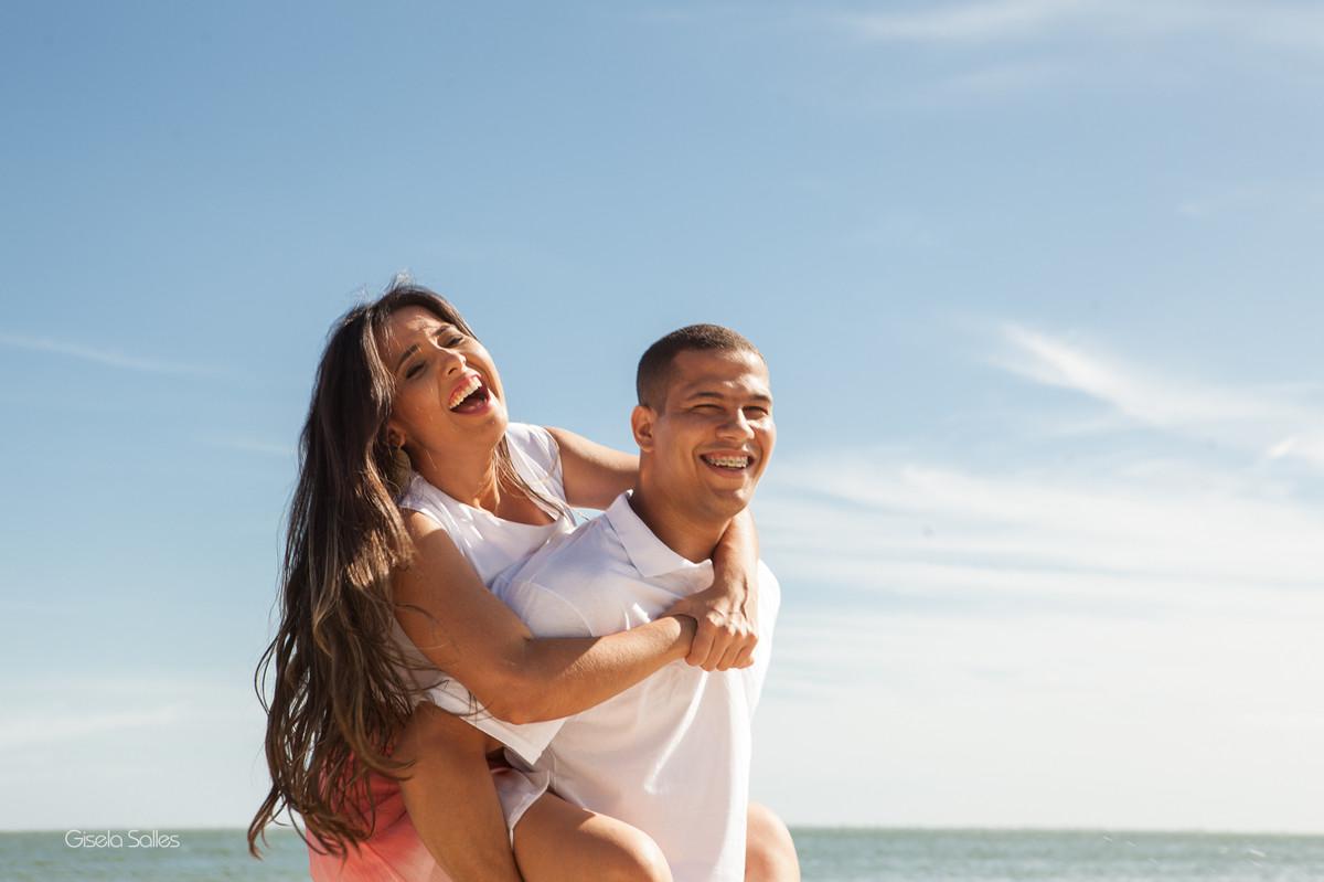Ensaio pré casamento na Praia Linda, dia de namoro com emoção