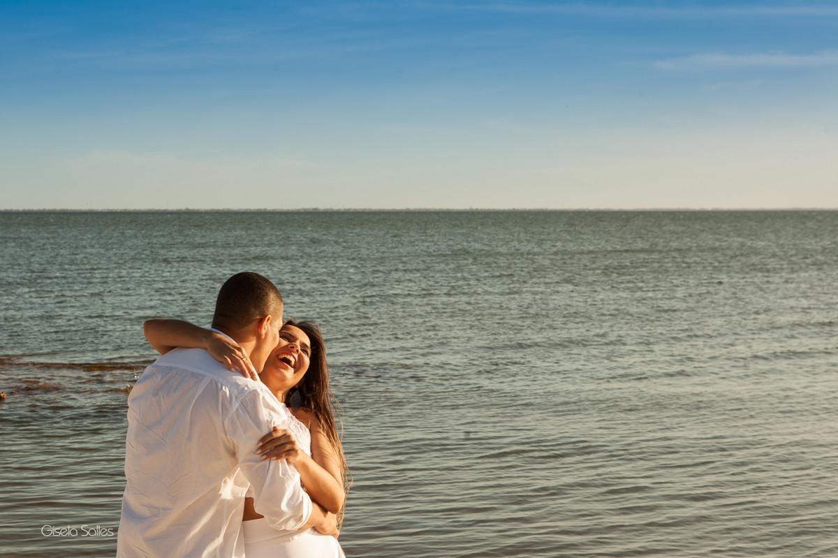 Ensaio pré casamento na Praia Linda, dia de namoro com emoção,fotografia Gisela Salles