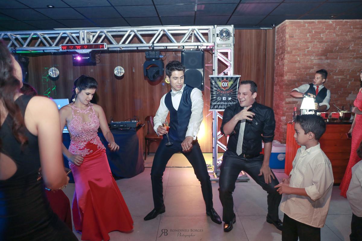 dança com os convidados