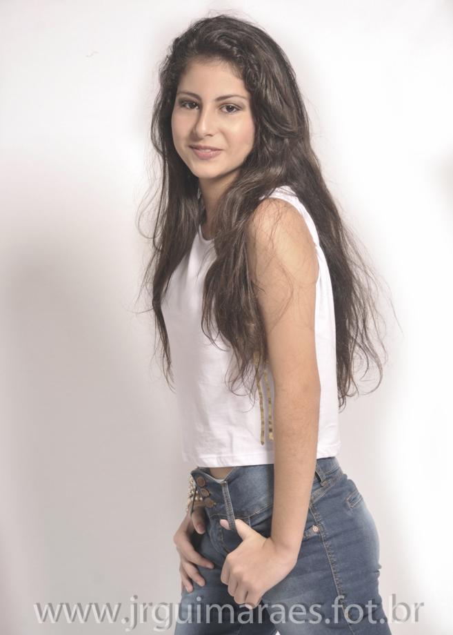 modelo com calça jeans
