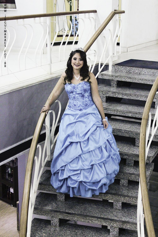 debutante descendo escada