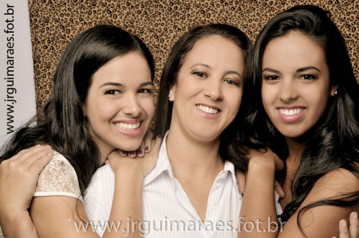 fotos mae e filhas em estudio