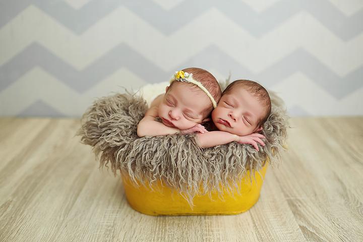 gêmeos recém nascidos