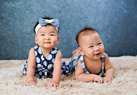 bebês até 12 meses  no estudio de Ensaio dos Gêmeos  Sara e Bernardo - 8 meses