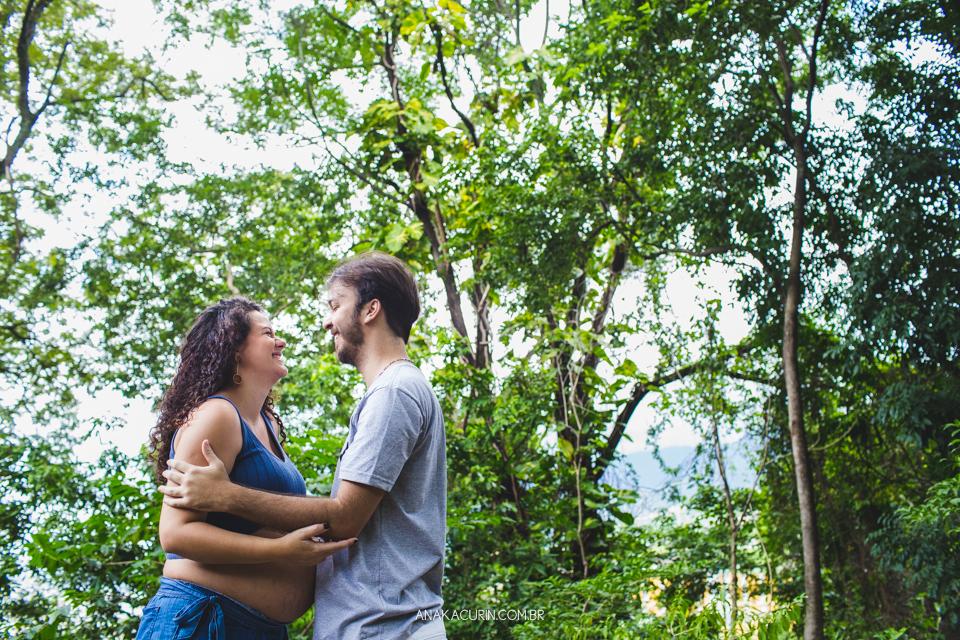 Ensaio de gestante da Roberta Ortiz realizado na Reserva Florestal do Grajaú, no Rio de Janeiro por Ana Kacurin
