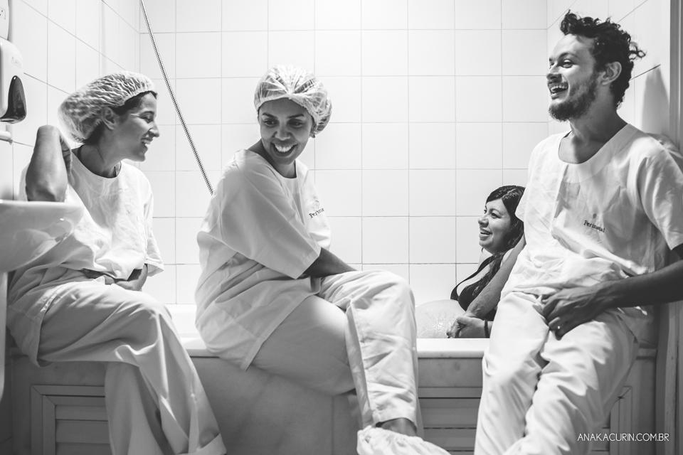 Parto natural hospitalar de Zion, filhos de Eduardo e Márcia Fernandes, fotografado por Ana Kacurin no Rio de Janeiro