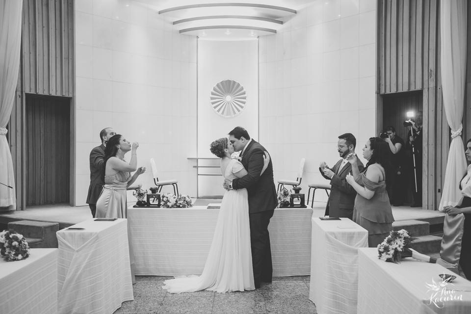 wedding, casamento, casório, fotografia de casamento, rio de janeiro, rj, perfect liberty, grajaú country club, carolina alho, bem assessorados, cerimônia, ceremony, pl, casal, noivos, beijo, bolhas de sabão