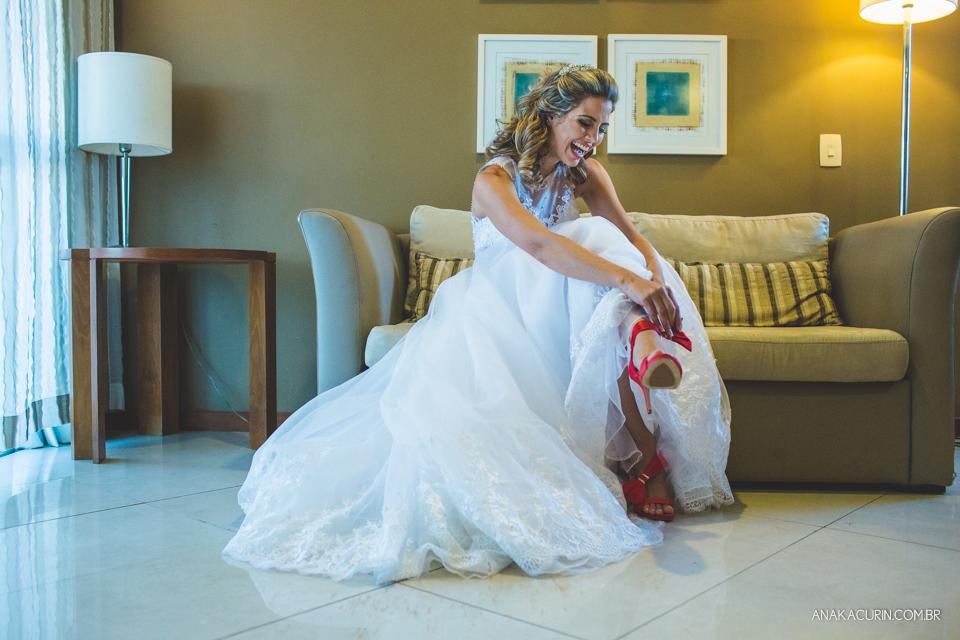 casamento, casório, wedding, fotografia de casamento, laís, junior, laço de ouro, bem assessorados, kim derick filmes, ana kacurin, recanto dos sonhos, sheraton, radisson, preguiça, rio de janeiro, rj, brazil, making of, sapato, vestido, vestido de noiva,