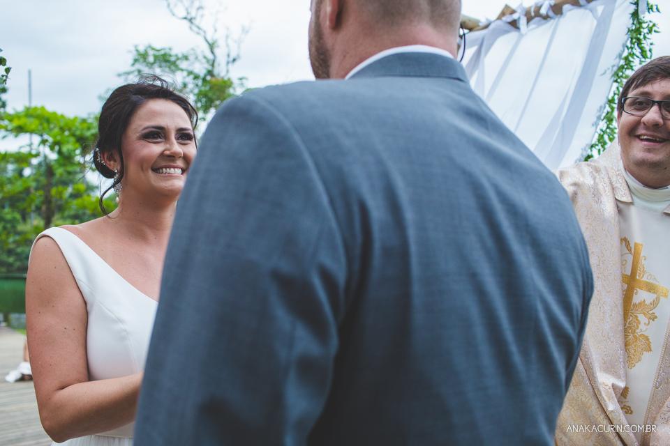 Casamento da noiva paula e do noivo Todd em Ubatuba - SP, na praia de Itamambuca, fotografado por Ana Kacurin.Casamento da noiva paula e do noivo Todd em Ubatuba - SP, na praia de Itamambuca, fotografado por Ana Kacurin.Casamento da noiva paula e do noivo