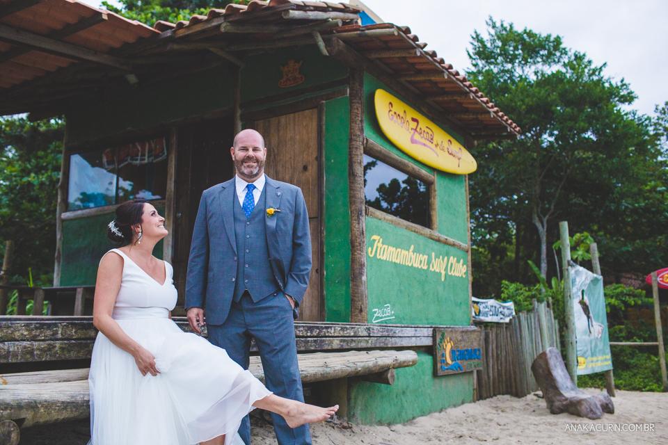 Casamento da noiva paula e do noivo Todd em Ubatuba - SP, na praia de Itamambuca, fotografado por Ana Kacurin.Casamento da noiva paula e do noivo Todd em Ubatuba - SP, na praia de Itamambuca, fotografado por Ana Kacurin.