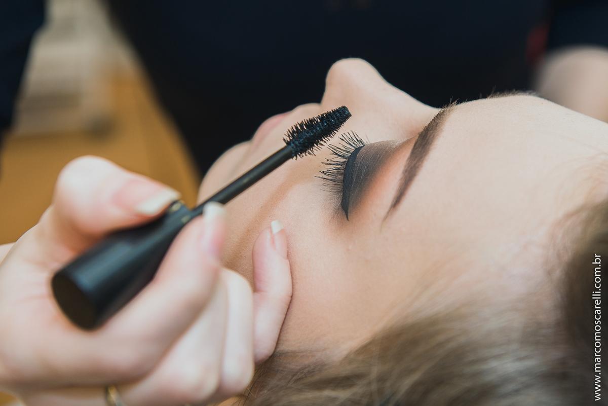 Detalhe da  maquiagem do cilio  noiva no Making of antes do casamento. Foto-Marco Moscarelli