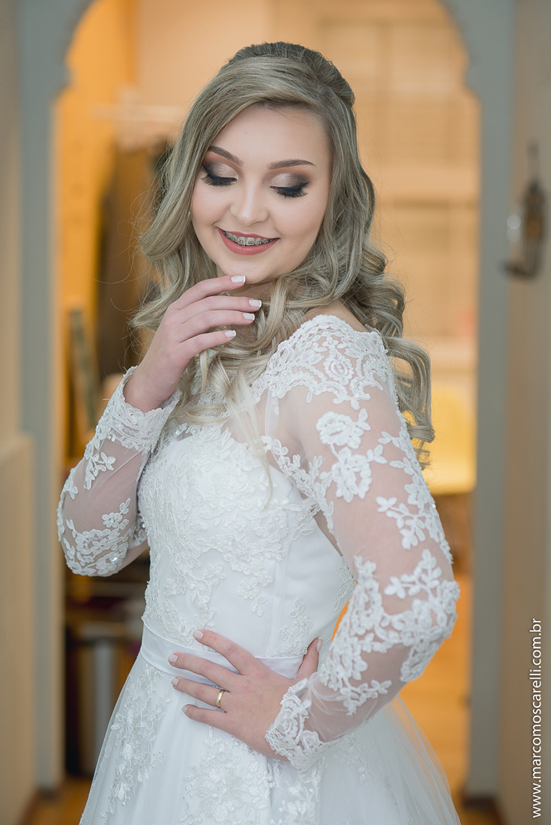 Noiva pronta no fim do Making of, ja vestindo o lindo vestido de noiva momentos antes do seu casamento. Foto - Marco Moscarelli