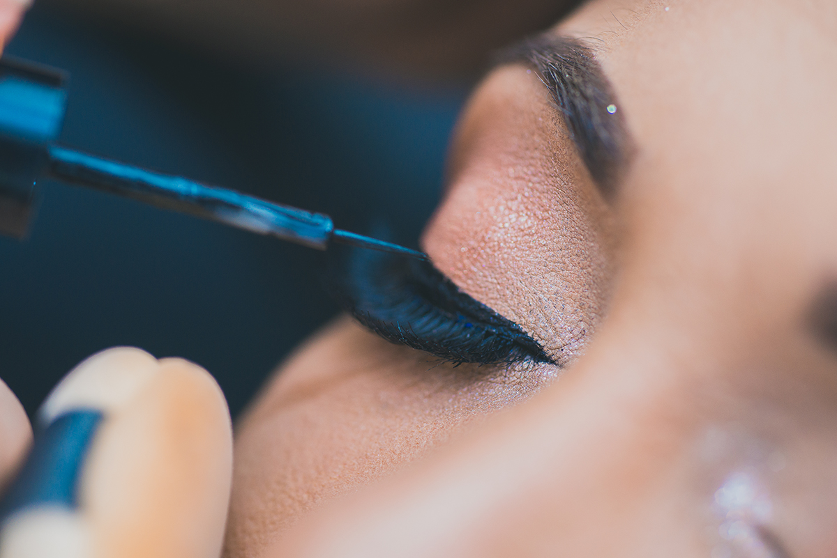 Detalhe do make of da noiva, finalização da maquiagem do olho.