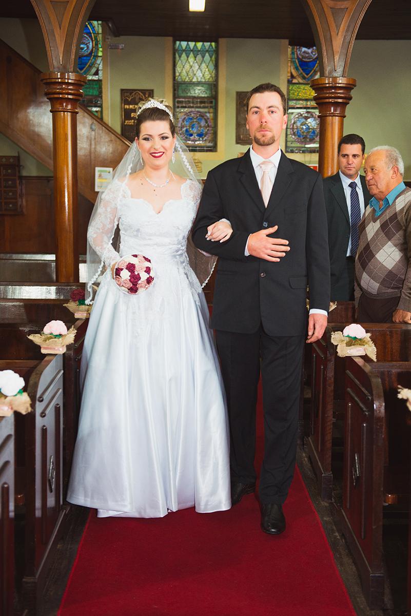 Entrada da noiva durante a cerimonia de casamento. Foto por Marco Moscarelli