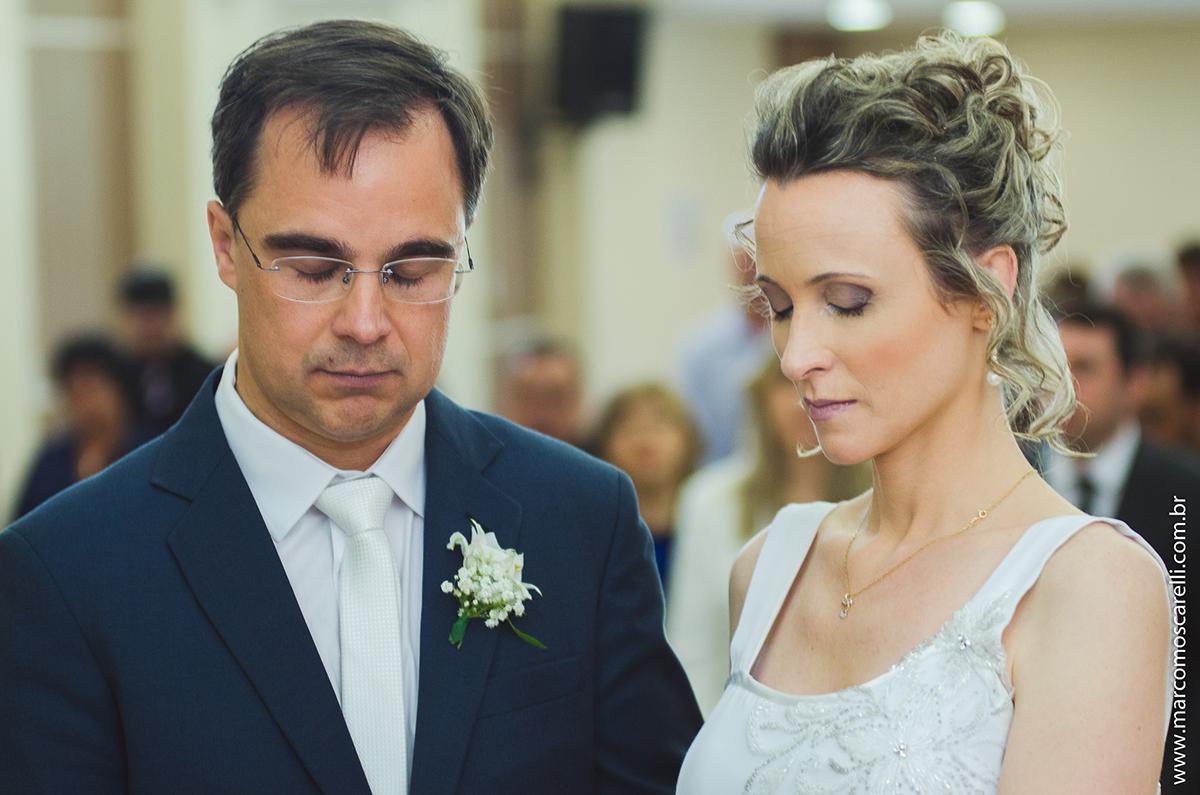 Momento d eorção dos noivos durante a cerimônia de casamento. Foto por Marco Moscarelli