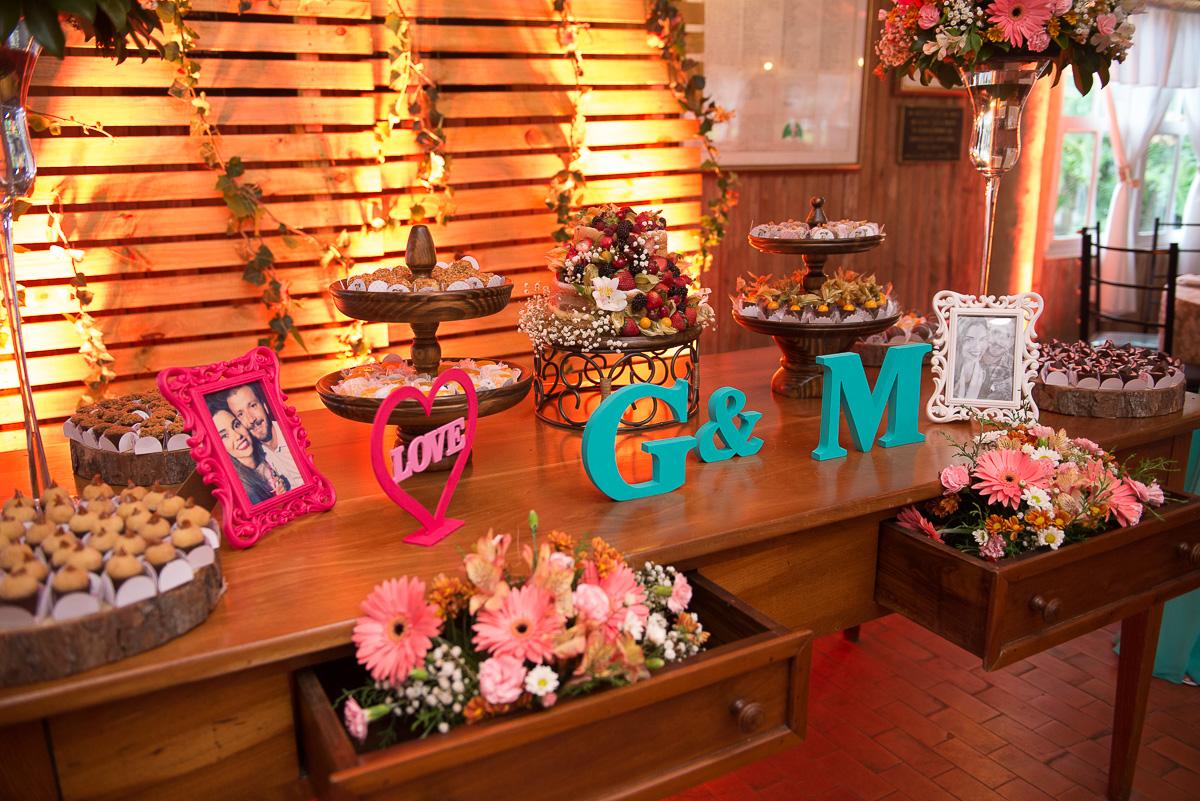Foto da mesa dos noivos decorando a cerimonia de caamento. Foto Marco Moscarelli. Casamento Clube Caça e Pesca Pelotas