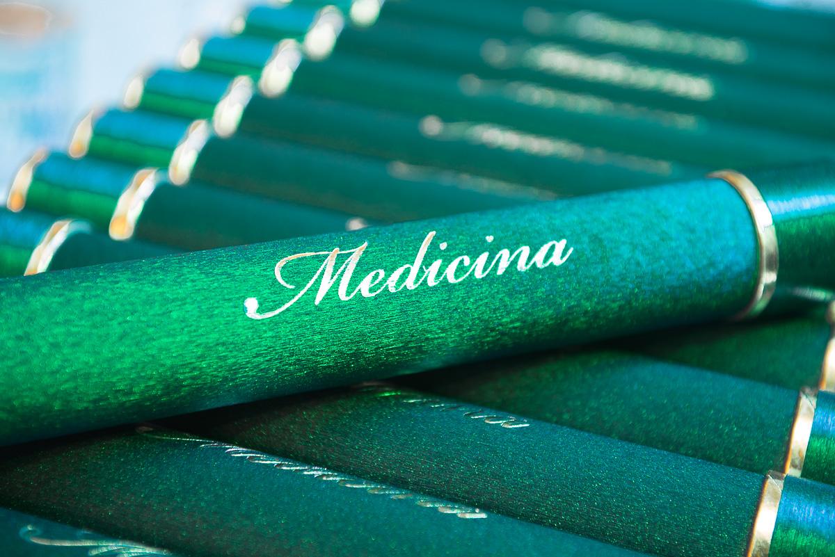Canudos com os diplomas do curso de medicina. Foto-Marco Moscarelli