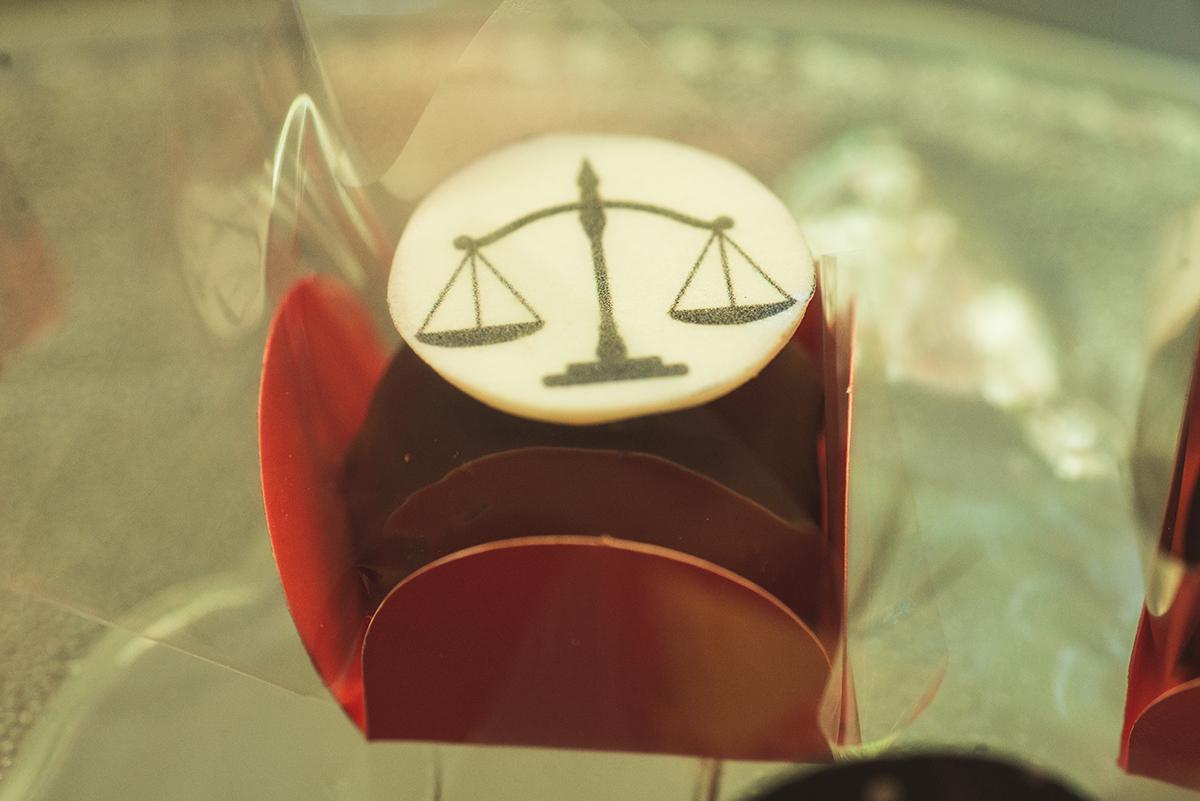 Detalhe decoração da mesa de doces do formando de direito. Foto Marco Moscarelli Fotógrafo