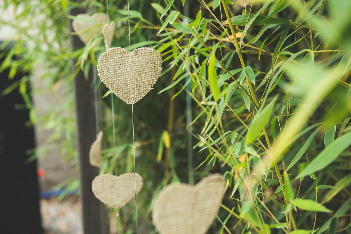 Corações que compoêm a decoração do casamento. Foto por Marco Moscarelli Fotógrafo