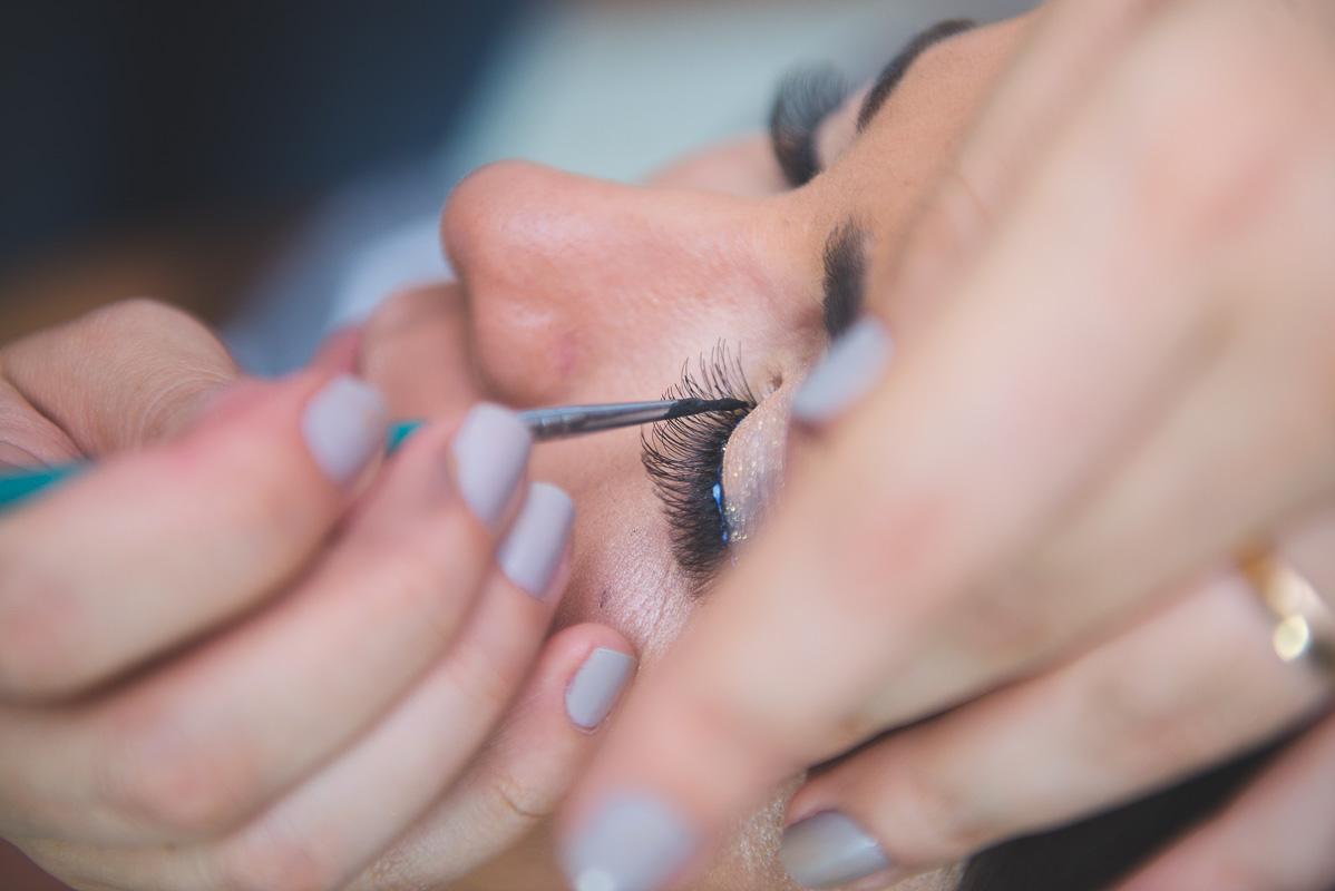 Preparativos da noiva para a cerimônia de casamento. Foto por Marco Moscarelli Fotógrafo
