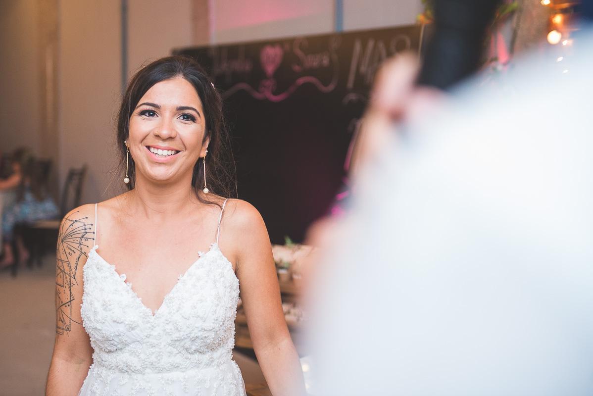 Lindo sorriso da noiva durante os votos dos noivos na cerimônia de casamento.Foto por Marco Moscarelli Fotógrafo