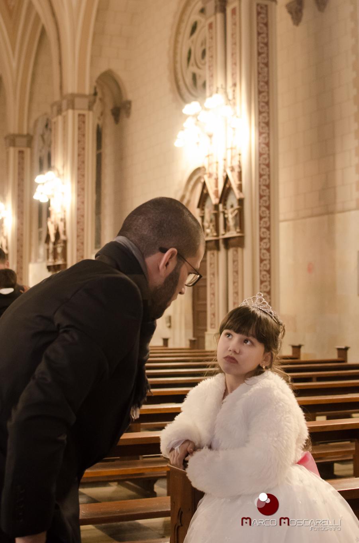 Noivo conversando com a aia do casamento. Foto Por Marco Moscarelli
