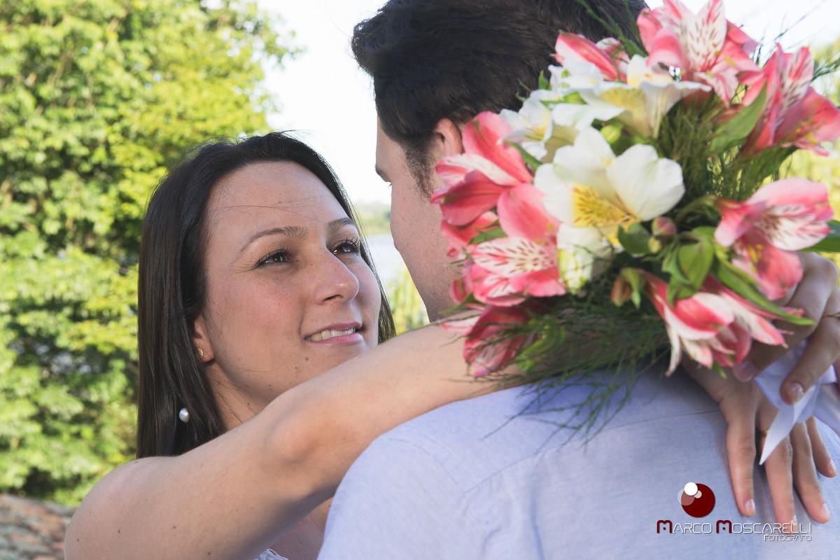 Troca de olhares dos noivos em ensaio pré wedding. Fopto Marco Moscarelli