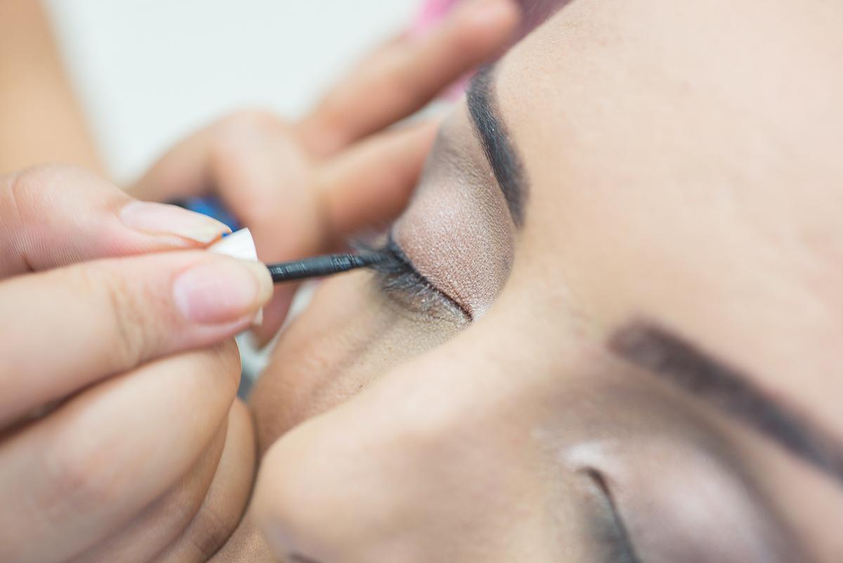 Detalhe da maquiagem do olho da noiva