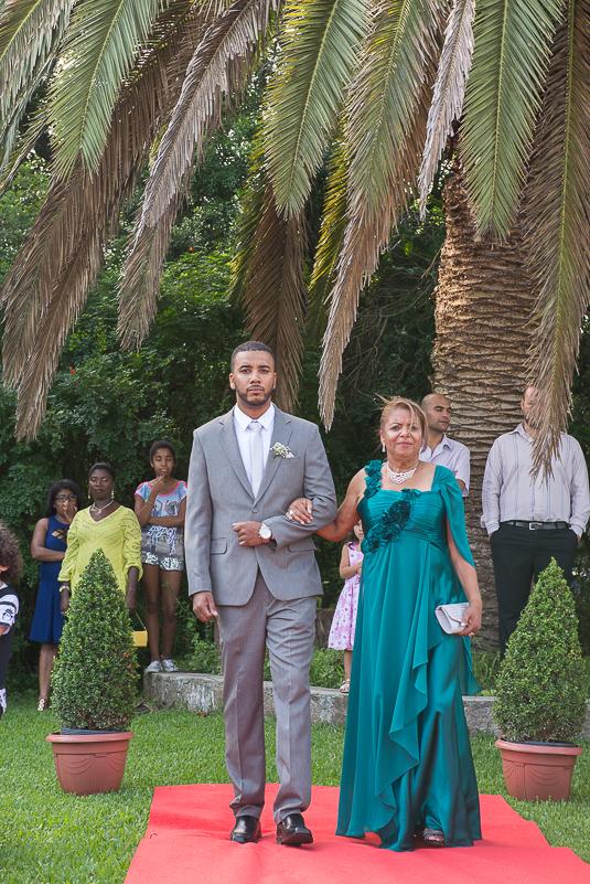 Entrada do noivo na cerimônia do casamento